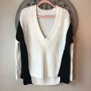 🍬 Lush V-neck black and white chunky sweater